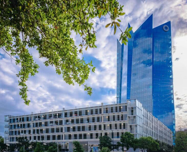 A custom-engineered channel glass system by Bendheim was installed at Frost Tower in Austin, Texas.